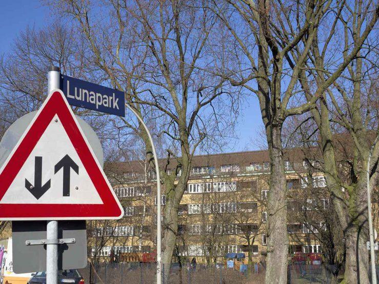 Lunapark Straßenschild
